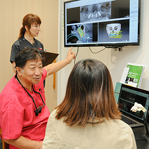 患者さまへの説明、問診、患者さまの要望を伺う